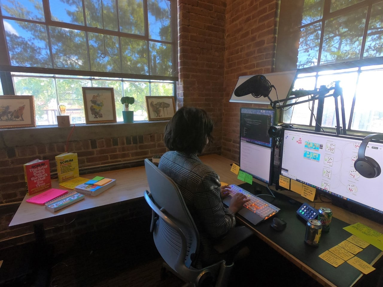 Find jobs in Alabama with the help of Central Six, woman sitting at computer