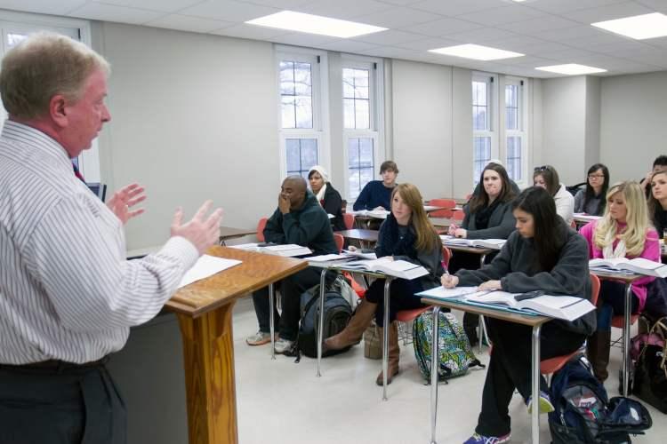 Dr. Carnes teaching at UNA