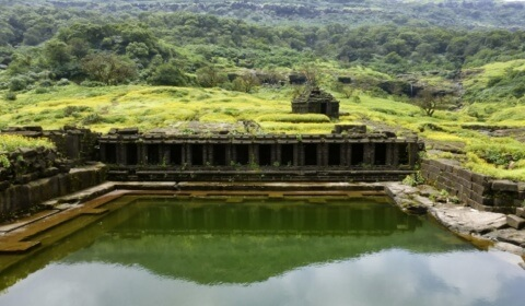 places-to-visit-pune-harishchandra-fort