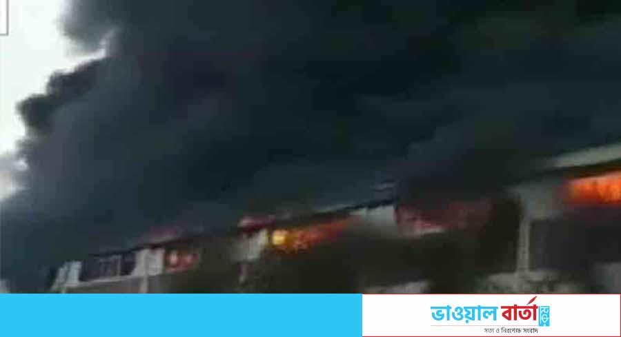 নারায়ণগঞ্জে ইলেকট্রনিক্স কারখানায় ভয়াবহ আগুন