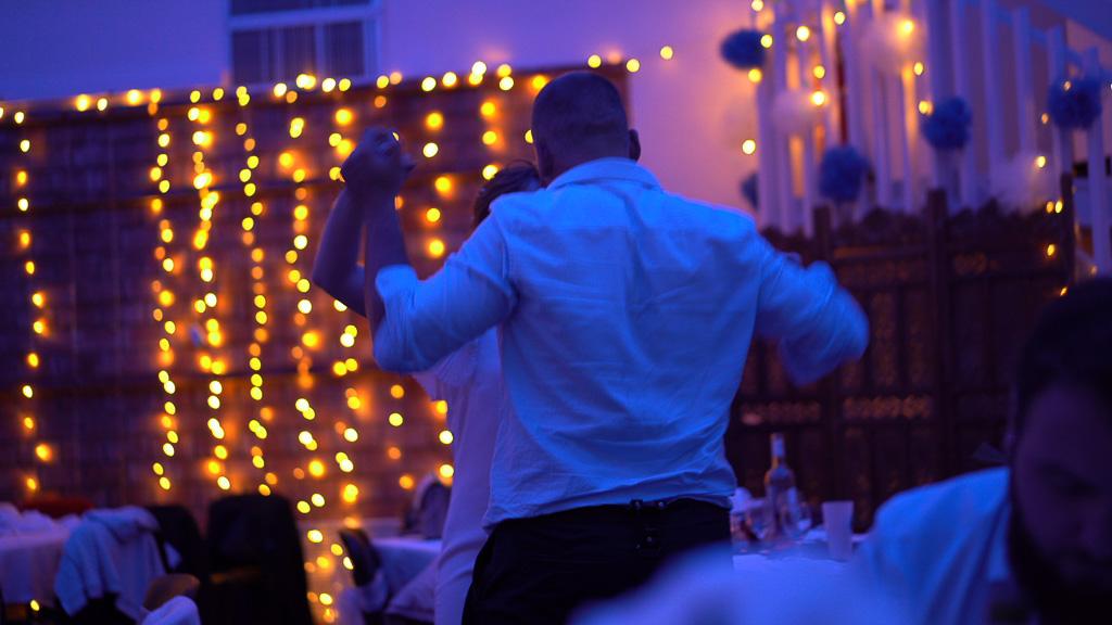 Mariage au Teil , un couple qui danse durant le bal. Par bhf Photographe Mariage