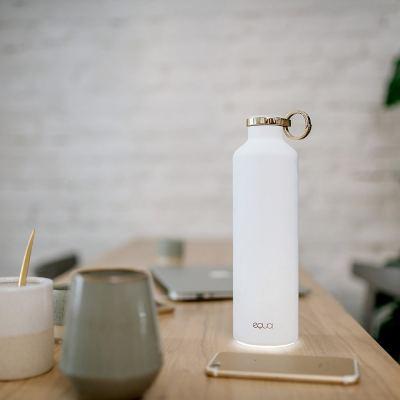 smart-hydration-water-bottle-snow-white-02-amara