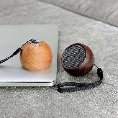 the-tumbler-selfie-speaker-walnut-02-amara