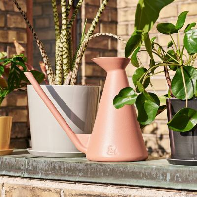 watering-can-terracotta