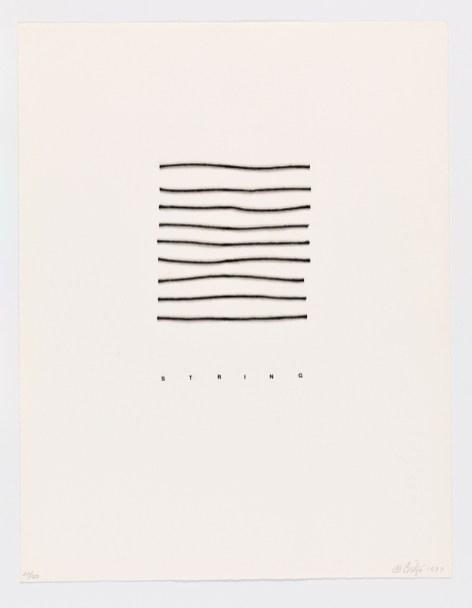Bilge Friedlaender SÖZCÜKLER / SAYILAR / ÇİZGİLER 1977 Sanatçı kitabı Kâğıt üzerine tel, ip, kolaj ve serigrafi, folyo kapak 21.5 x 28 cm (detay)