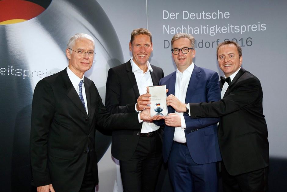Adam Bryson (Chief Financial Officer Grohe AG). 2016 Alman Sürdürülebilirlik Ödülleri; Michael Mager, Thomas Fuhr, Michael Rauterkus, Adam Bryson