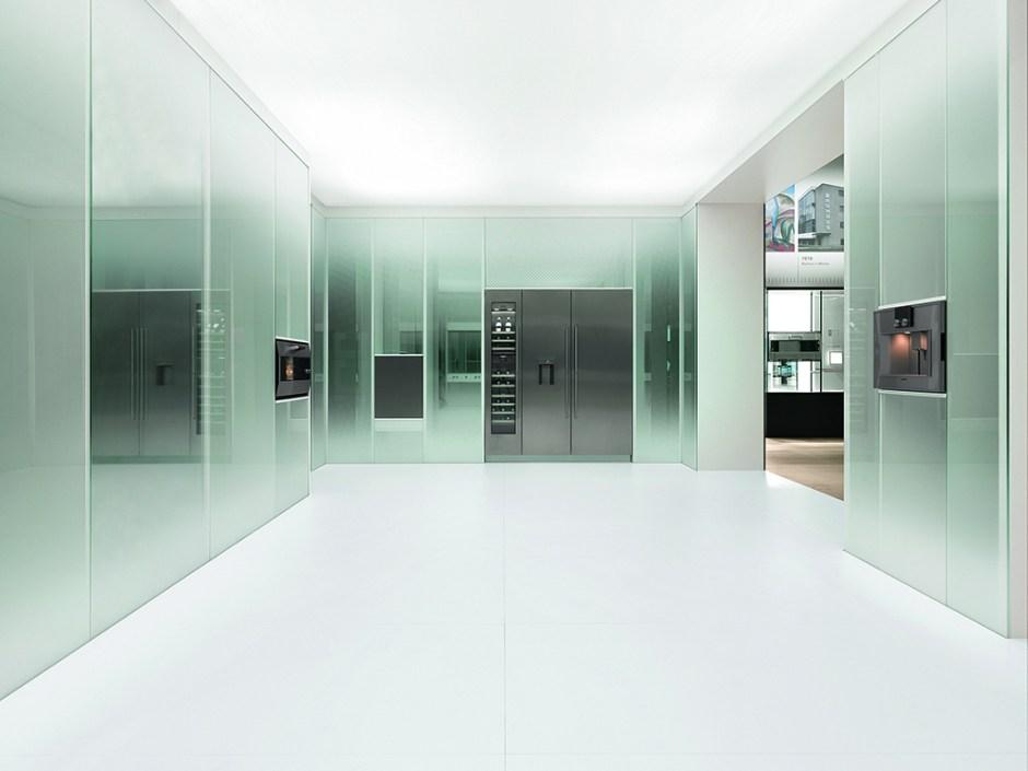 Modern müze mimarisi ambiyansındaki fuarın doruk noktasını, 2017 yılı yeniliklerinin sergilendiği fütüristik cam küp oluşturdu.
