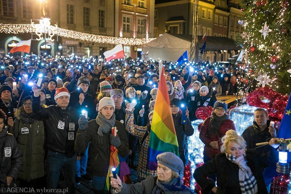 'Łańcuch światła' w Poznaniu w obronie wolnych sądów - 8 grudnia 2017