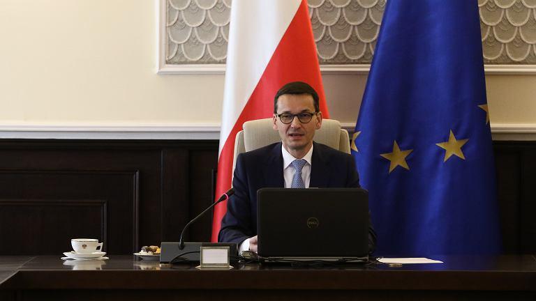 Premier rządu PiS Mateusz Morawiecki prowadzi posiedzenie gabinetu. Warszawa, KPRM, 9 stycznia 2018