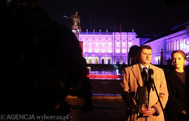 Janusz Palikot wraz z małżonką przed Pałacem Prezydenckim