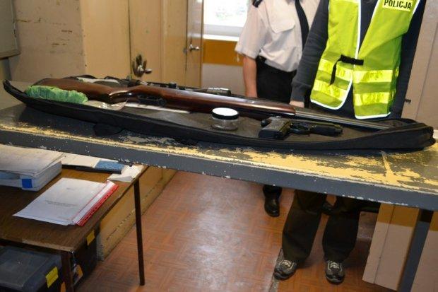 Broń, z której pijani mężczyźni strzelali do autobusu