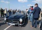 Piękne zabytkowe samochody na Piotrkowskiej [ZDJĘCIA]