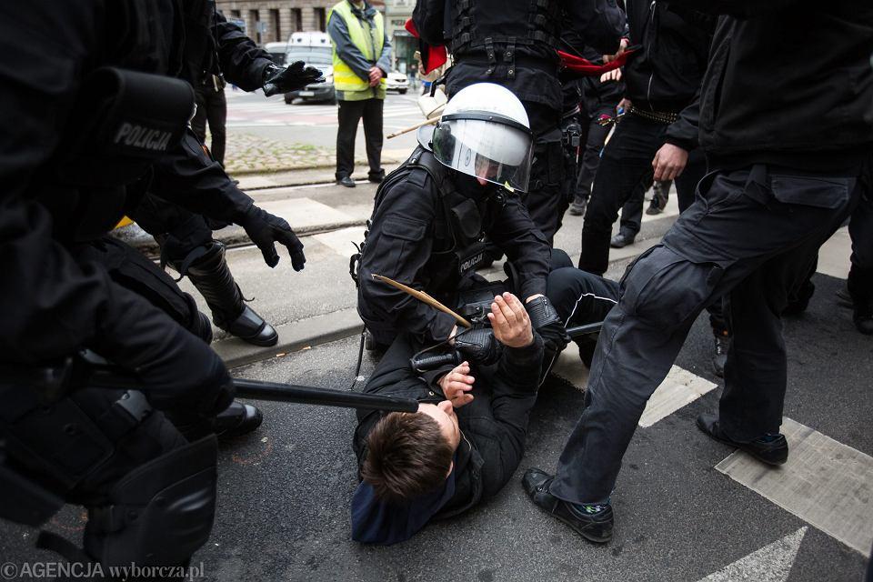 Akcja policji podczas ' Marszu przeciwko nacjonalizmowi ' w Poznaniu, 8 kwietnia 2017.