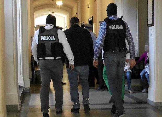 Podejrzany w drodze<br /> na posiedzenie aresztowe