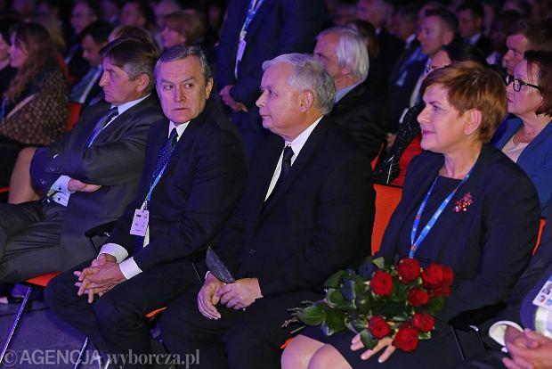 Od lewej Beata Szydło, Jarosław Kaczyński, Piotr Gliński podczas spotkania na forum w Krynicy