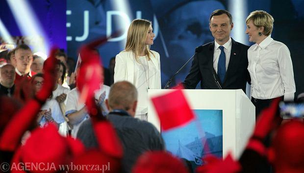 Andrzej Duda z żoną i córką podczas środowej konwencji w Warszawie