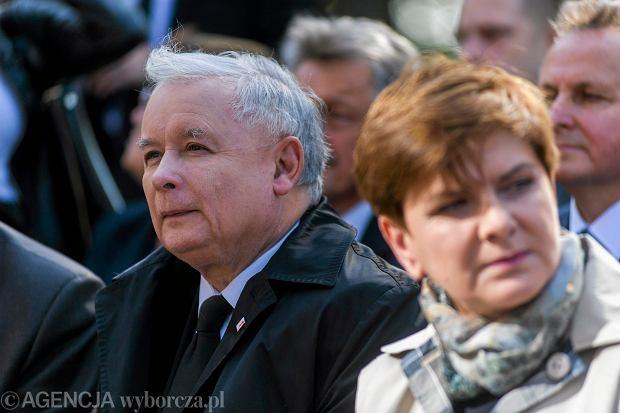 Beata Szydło, jeśli zostanie premierem, może się bardzo zdziwić. Prezes rządzi twardą ręką