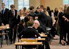 Maturzyści w XXI wieku, komisja nadal w XIX. Uczniowie wymieniają się w sieci pytaniami na ustną maturę z polskiego
