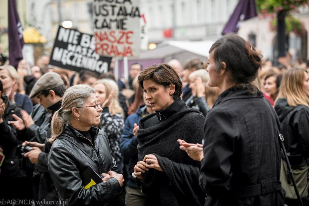 Joanna Mucha podczas Czarnego Protestu (fot. AG)