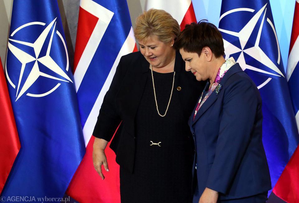 Premier Norwegii Erna Solberg na konferencji po oficjalnym spotkaniu z premier Polski Beatą Szydło podczas szczytu NATO w Warszawie w lipcu 2016 r.