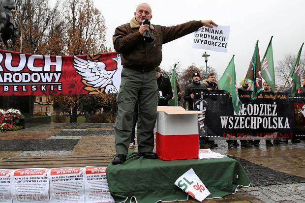 Marian Kowalski z Ruchu Narodowego podczas demonstracji środowisk prawicowych w Lublinie