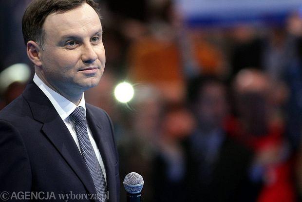 kandydat PIS na urząd prezydenta RP podczas prezentacji umowy programowej z Polakami