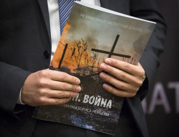 Opozycjonista Ilia Jaszyn podczas przedstawiania raportu Borysa Niemcowa dotyczącego udziału Rosji w wojnie na Ukrainie
