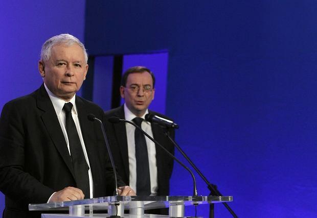 Jarosław Kaczyński i Mariusz Kamiński na konferencji prasowej w Warszawie