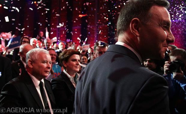 Przedwyborcze problemy prezesa Kaczyńskiego. Tym razem to kadra profesorska PiS wypowiada niepopularne opinie. Na zdjeciu: wiec prezydencki Andrzeja Dudy
