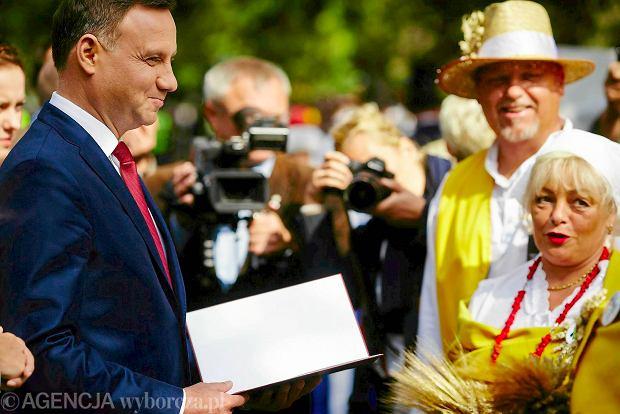 Prezydent Duda na dożynkach w Spale. O rolnictwie łatwo jest mówić i jeździć na rolnicze wydarzenia. Realne zmiany są głównie w sferze obietnic