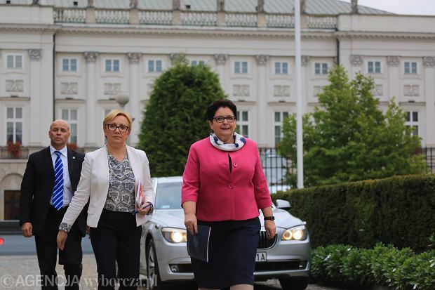 Minister Teresa Piotrowska wychodzi z Pałacu Prezydenckiego po spotkaniu z Andrzejem Dudą