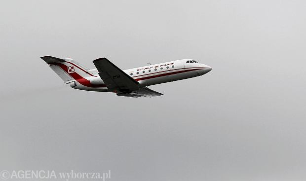 Sowieckiej produkcji Jak-40, (w barwach rządowych  ,o oznaczeniu 044), który 10 kwietnia 2010 lądował na lotnisku w Smoleńsku z dziennikarzami obsługującymi wizytę prezydenta Kaczyńskiego na pokładzie. Warszawa 02.09.2010