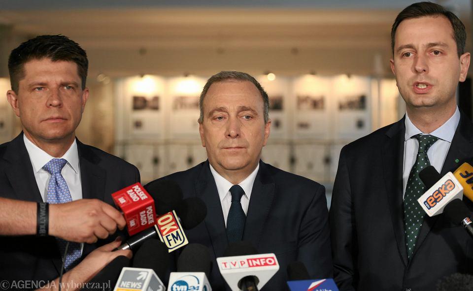 Liderzy partii opozycyjnych: Ryszard Petru, Grzegorz Schetyna i Władysław Kosiniak-Kamysz podczas wspólnej konferencji prasowej w sejmie, 14.05.2016 r.
