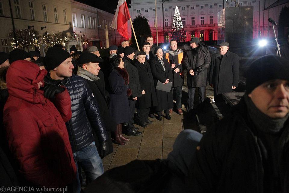Kaczyński pod Pałacem Prezydenckim: Polska ostatecznie uwolni się od choroby
