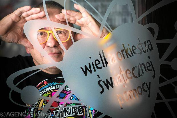 Jerzy Owsiak: - Nie chcę mieć skóry nosorożca. I proszę mnie nie zmuszać, żebym miał. Jakbym miał, tobym nie poczuł, że ktoś potrzebuje pomocy. Myślę, że ze skórą nosorożca byłoby mi o wiele trudniej zachować taką wrażliwość, czułość i pochylić się nad chorymi dzieciakami. Orkiestra wtedy nigdy by nie powstała