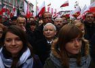 """Marsz PiS idzie przez Warszawę. """"Demokracja jest w Polsce bardzo poważnie zagrożona"""" [ZDJĘCIA]"""