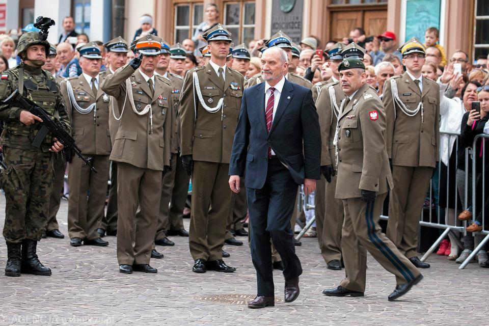 Minister Obrony Narodowej , Antoni Macierewicz podczas uroczystości zaprzysiężenia Lubelskiej Brygady Obrony Terytorialnej, Rzeszów 21.05.2017