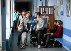 PiS chce likwidować gimnazja. Masakryczny pomysł. Trzeba będzie więcej kamer i katechezy