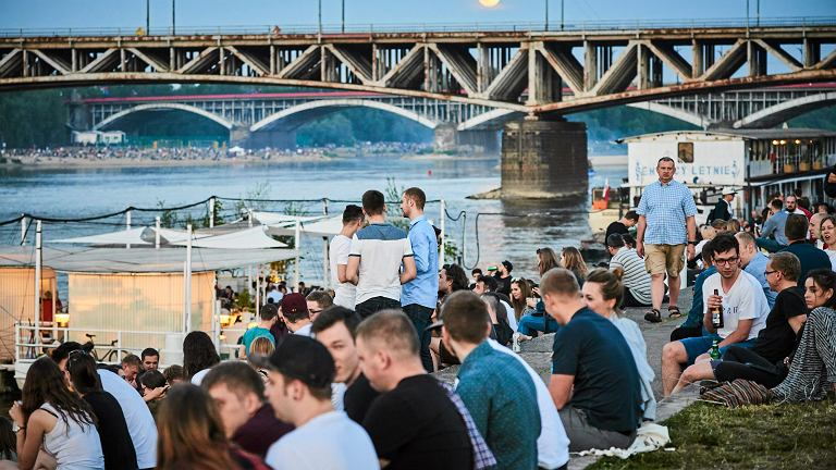 Bulwary nad Wisła w Warszawie - wg obecnych przepisów można tam legalnie pić alkohol