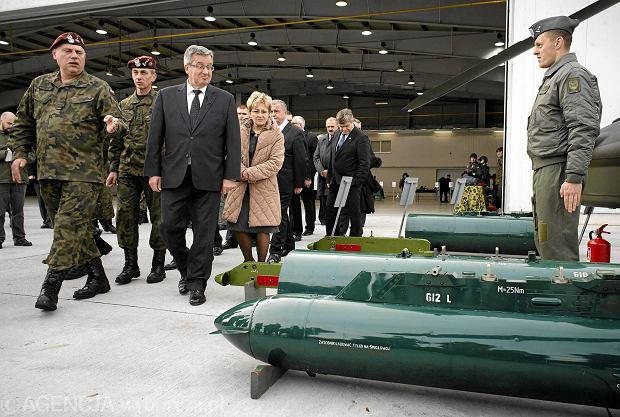 30.10.2013 Glinnik, Jednostka Wojsk Lotniczych. Prezydent RP Bronisław Komorowski w czasie wizyty w jednostce