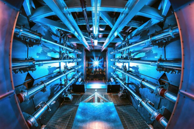 Wnętrze tokamaka w Lawrence Livermore National Laboratory
