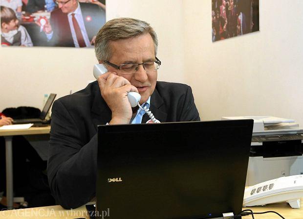 Prezydent Bronisław Komorowski w sztabie podczas akcji