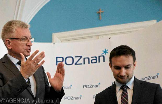 Podpisanie umowy koalicyjnej pomiędzy PO i SLD. Na ścianie widać krzyż