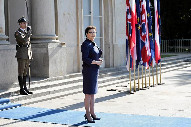 Premier Ewa Kopacz zażądała jednoosobowego przywództwa w Platformie na czas wyborów parlamentarnych.