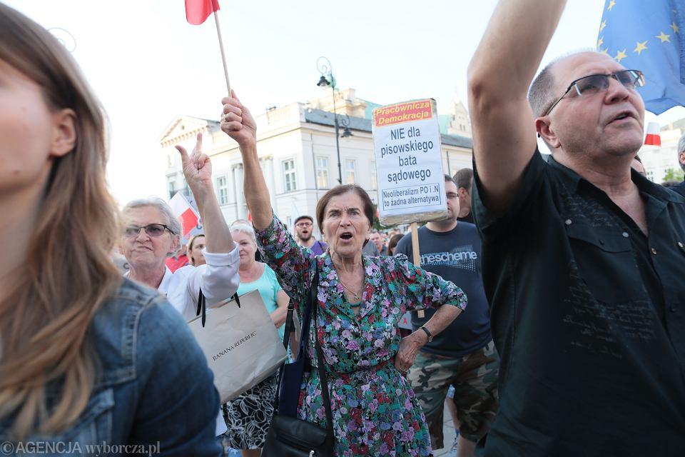 Protest przeciwko reformie sądownictwa przed Pałacem Prezydenckim