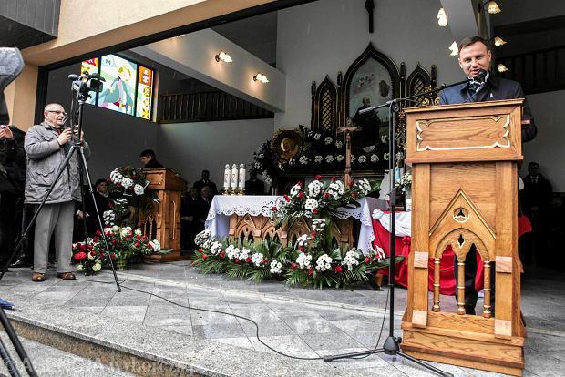 Andrzej Duda, który w sobotę przemawiał na mszy w Strachocinie, wykorzystał kościół jako<br /><br /> miejsce przedwyborczej agitacji. To właśnie takie występy napędzają