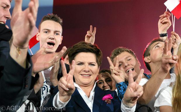 Beata Szydło w czasie konwencji przedwyborczej PiS