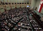 Jak metoda d'Hondta* dzieli miejsca w Sejmie. Sprawdzamy dla 6, 4 i 3 partii w parlamencie