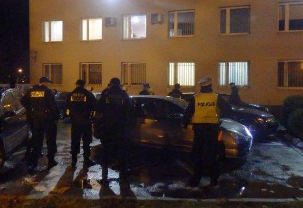 Zatrzymanie kibiców, którzy w drodze na pielgrzymkę do Częstochowy, okradli stację benzynową