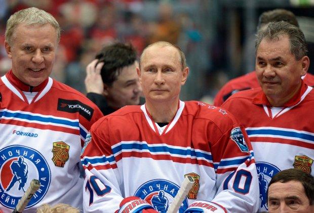 Władimir Putin strzelał gole po asystach byłych graczy amerykańskiej ligi NHL.